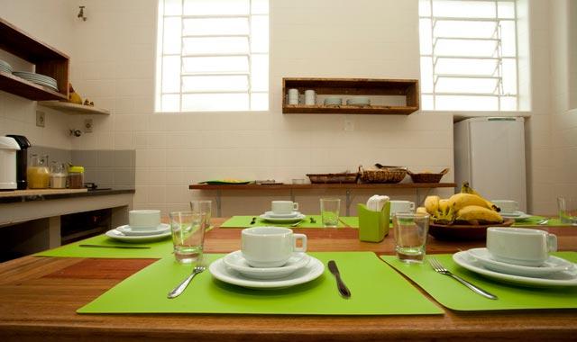 Cozinha e Café da Manhã no Hostel Trem Azul